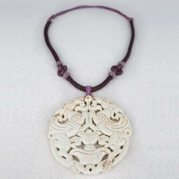 Maa Chinese Medaillon Necklace Purple White