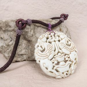 Maa Chinese Medaillon Necklace Purple White Title